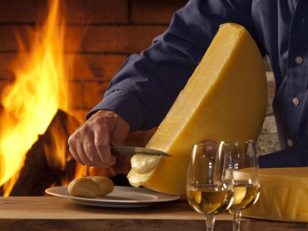 Schweizer Bio Raclette-Käse