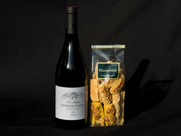 Käsegebäck und Wein Duo
